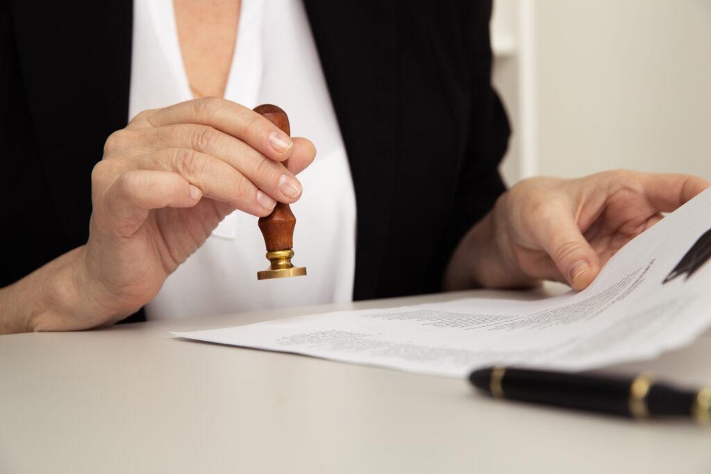 Jakie dokumenty poświadcza się notarialnie?
